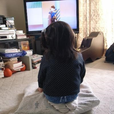 tac-dong-cua-TV-den-tre-so-sinh-va-tre-mam-non (4)