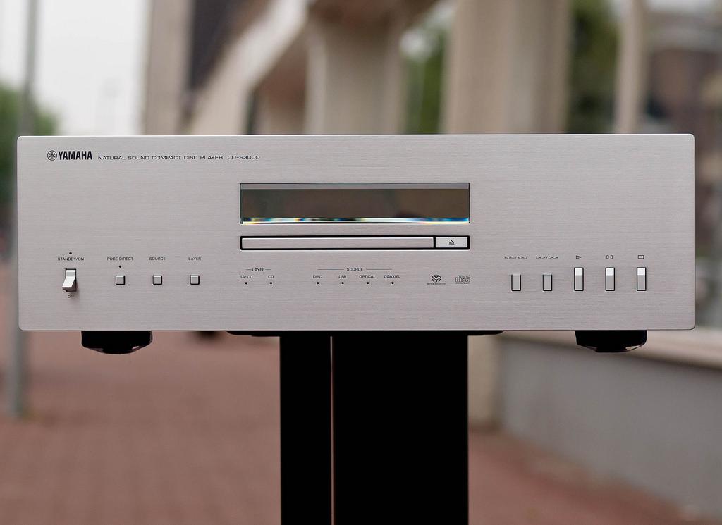 Dau CD yamaha S3000