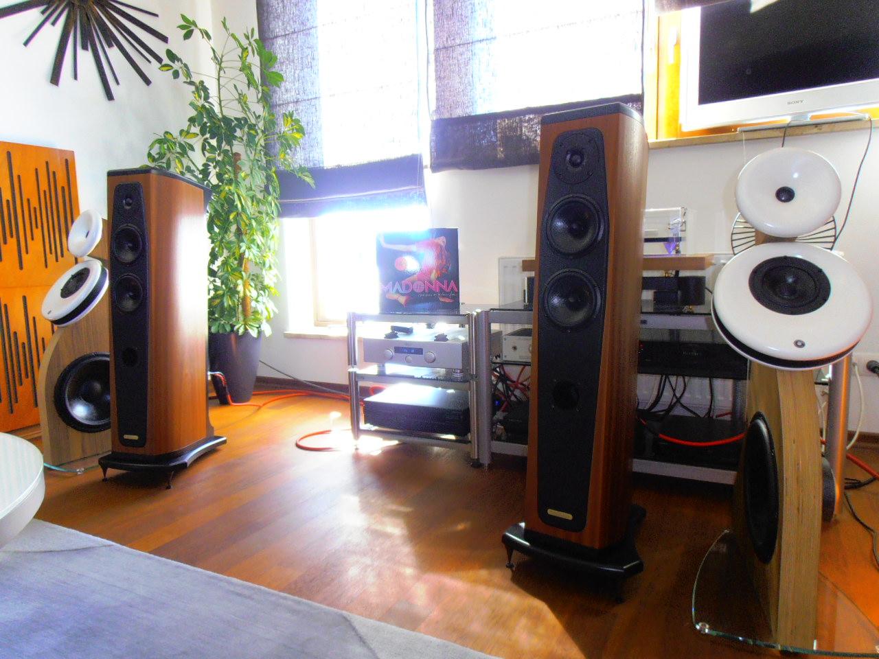 loa AudioSolutions Rhapsody 80