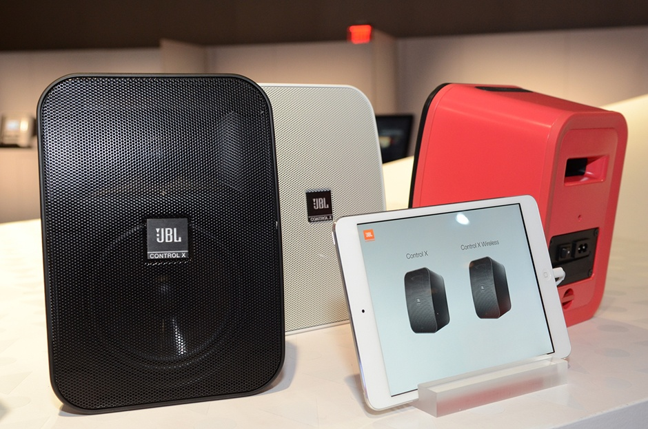 loa JBL Control X Wireless chat