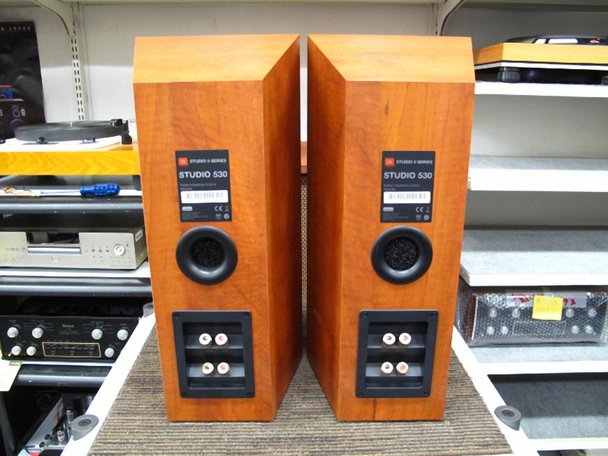 loa JBL Studio 530 mat sau