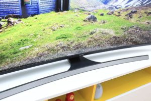 Smart TV Curved Samsung UA65JU6600 dep